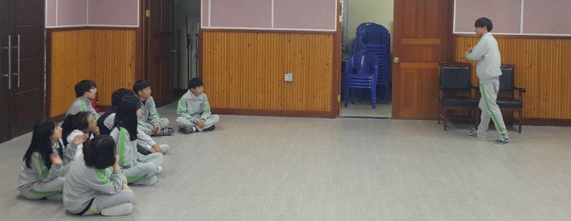 순이가 학교에 갑니다